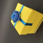 20. Yellow and blue rose & ribbon box €1.50